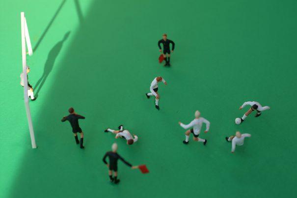 11 Freunde müsst ihr sein – Fußballer-Weisheiten wörtlich genommen